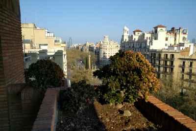 Просторная квартира с видами на городв центре Барселоны